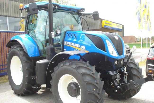 New Holland T7.210 RC Ras
