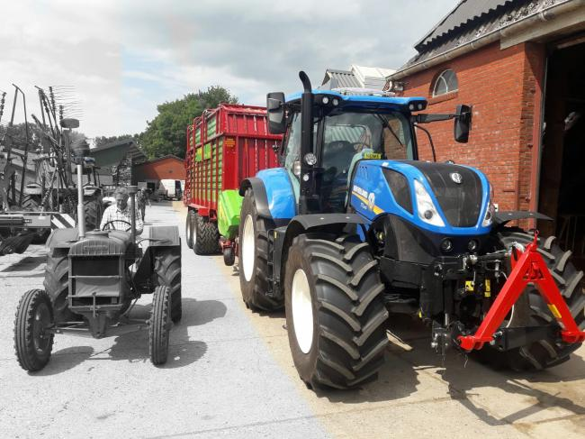 New Holland T7.215 PC Pastoor